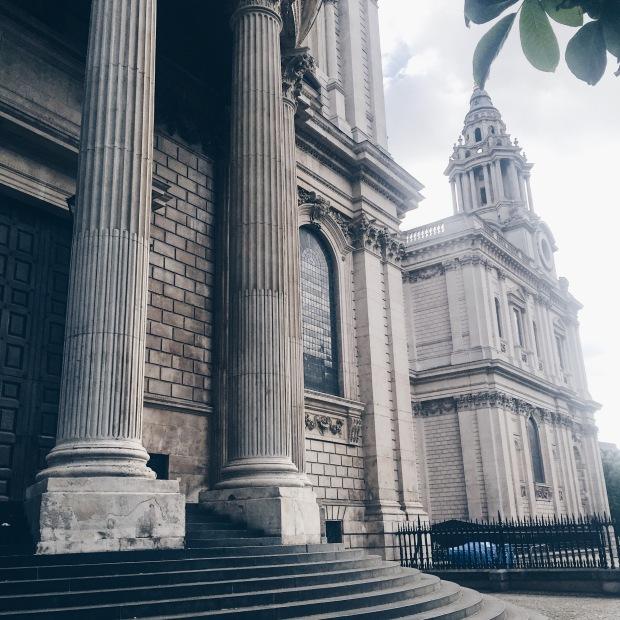 двор на Катедралата Сейнт Пол - Лондон
