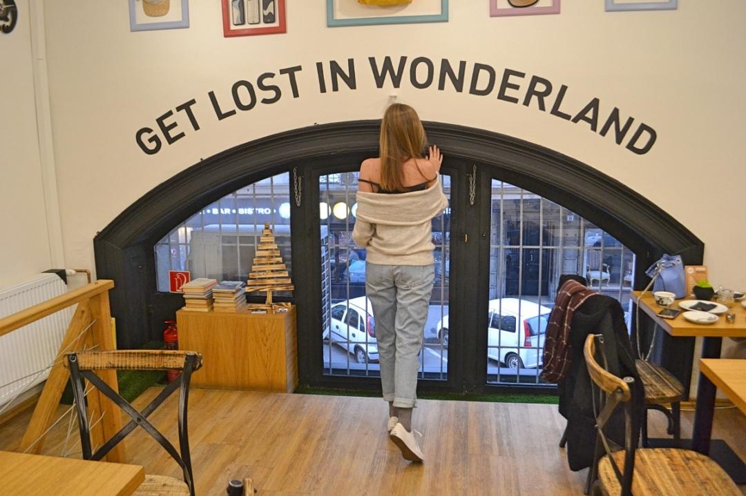 VINYL & WOOD - Get Lost in Wonderland Budapest Hungary coffee
