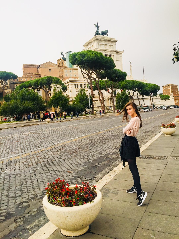 Vittorio Emmanuelle Altare della Patria - pedestrian zone in Rome