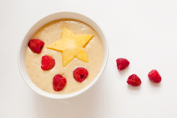 vegan smoothie bowl persimmon raspberry hazelnut milk