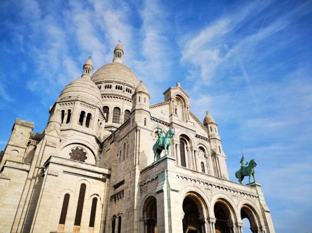 Best Instagram spots in Paris - Montmartre Sacre Coeur basilica 01