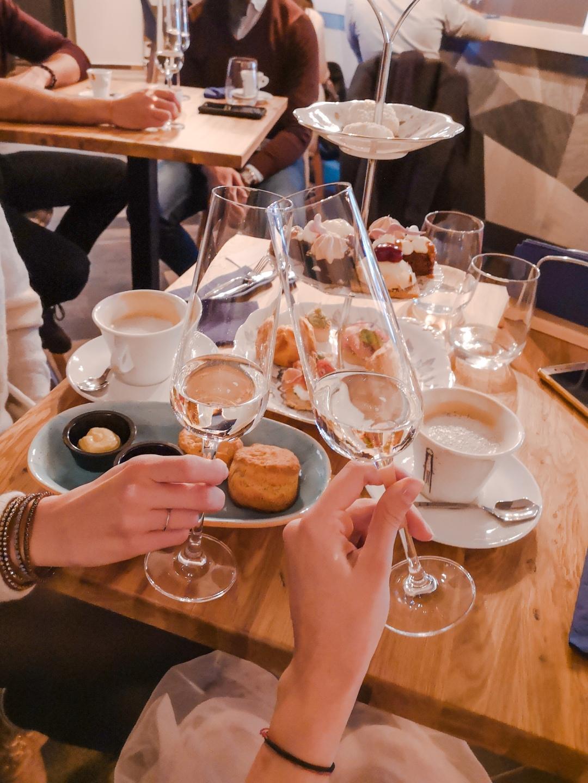 Wonderland Desserts & Cocktails адрес София Парчевич 26