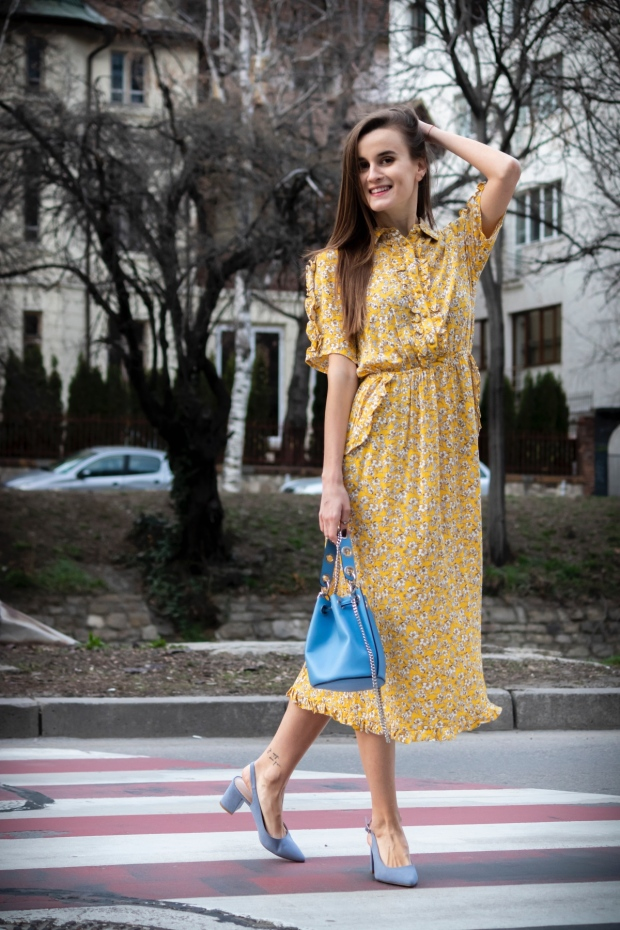 Midi dress with floral pattern for Spring 2019