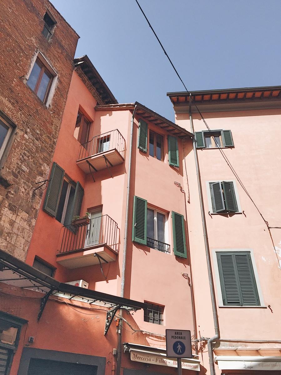 Pink building in Pisa in the historic centre of Pisa