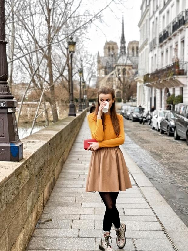 Кафенета около Нотр Дам Париж