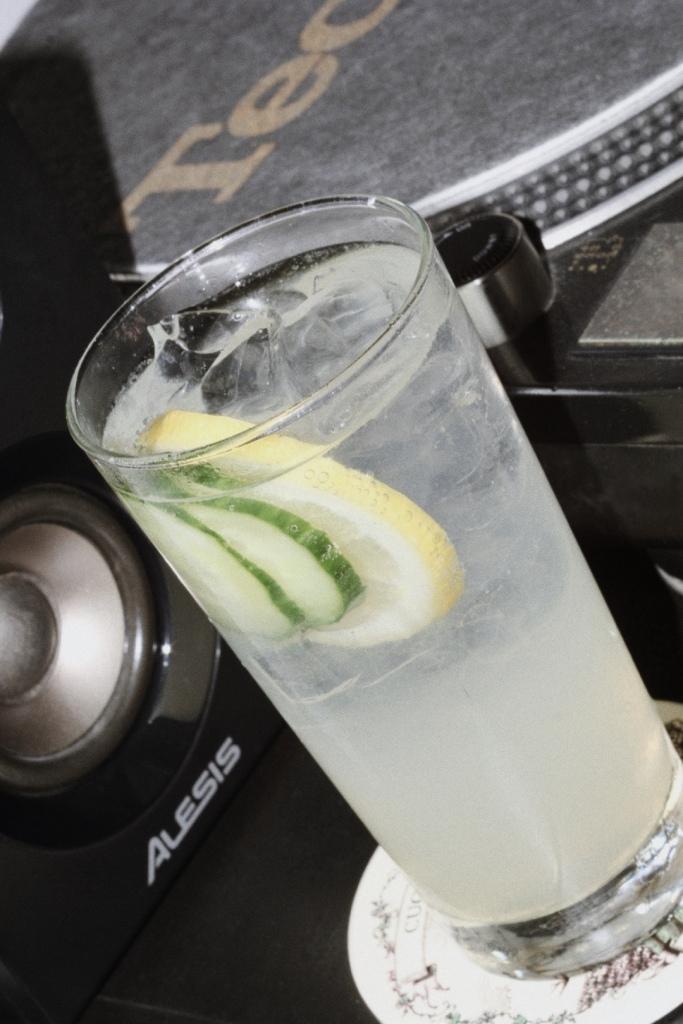 лимонада с краставица и джин